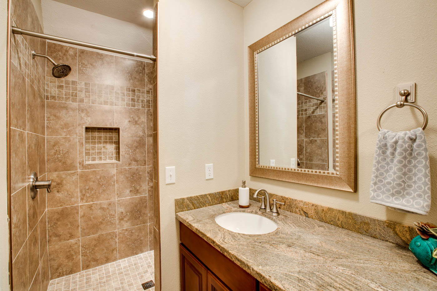 master suite bath_upper_5314 SE Milwaukie Ave_059_webres.jpg