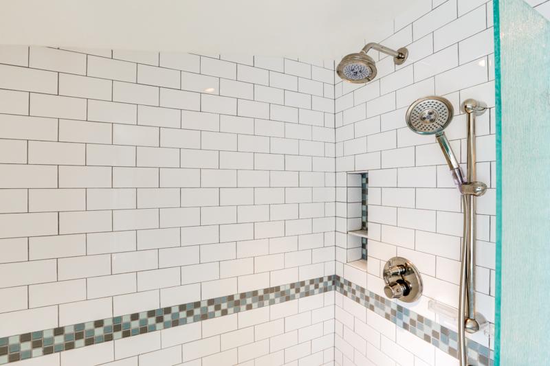 split bath shower upper detail_3015 NE 47th Ave_037_lowres.jpg