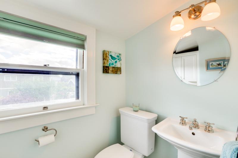 split bath toilet upper_3015 NE 47th Ave_032_lowres.jpg