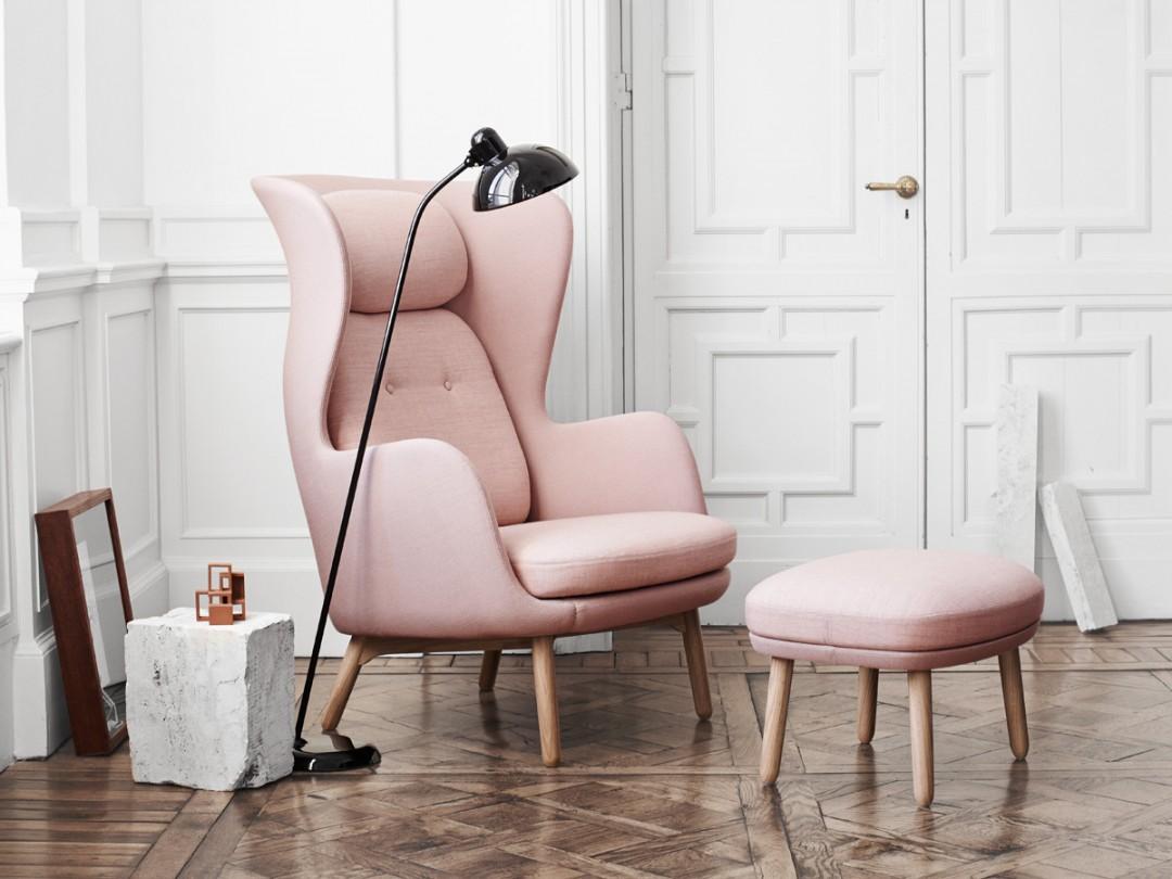 Fritz-Hansen-Ro-Easy-Chair-Wooden-Base-in-light-pink-1080x810.jpg