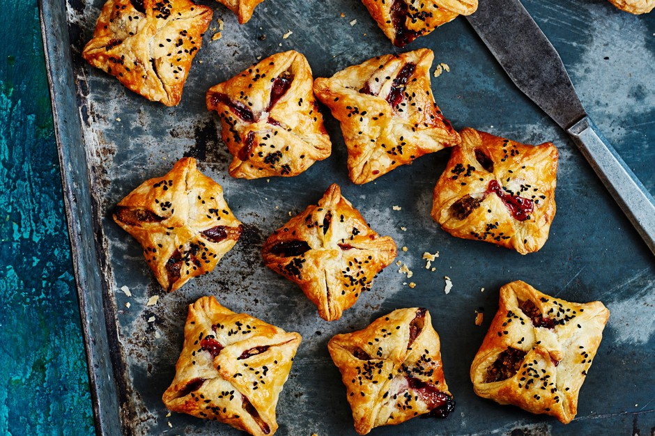Sausage rolls with turkey and cranberry