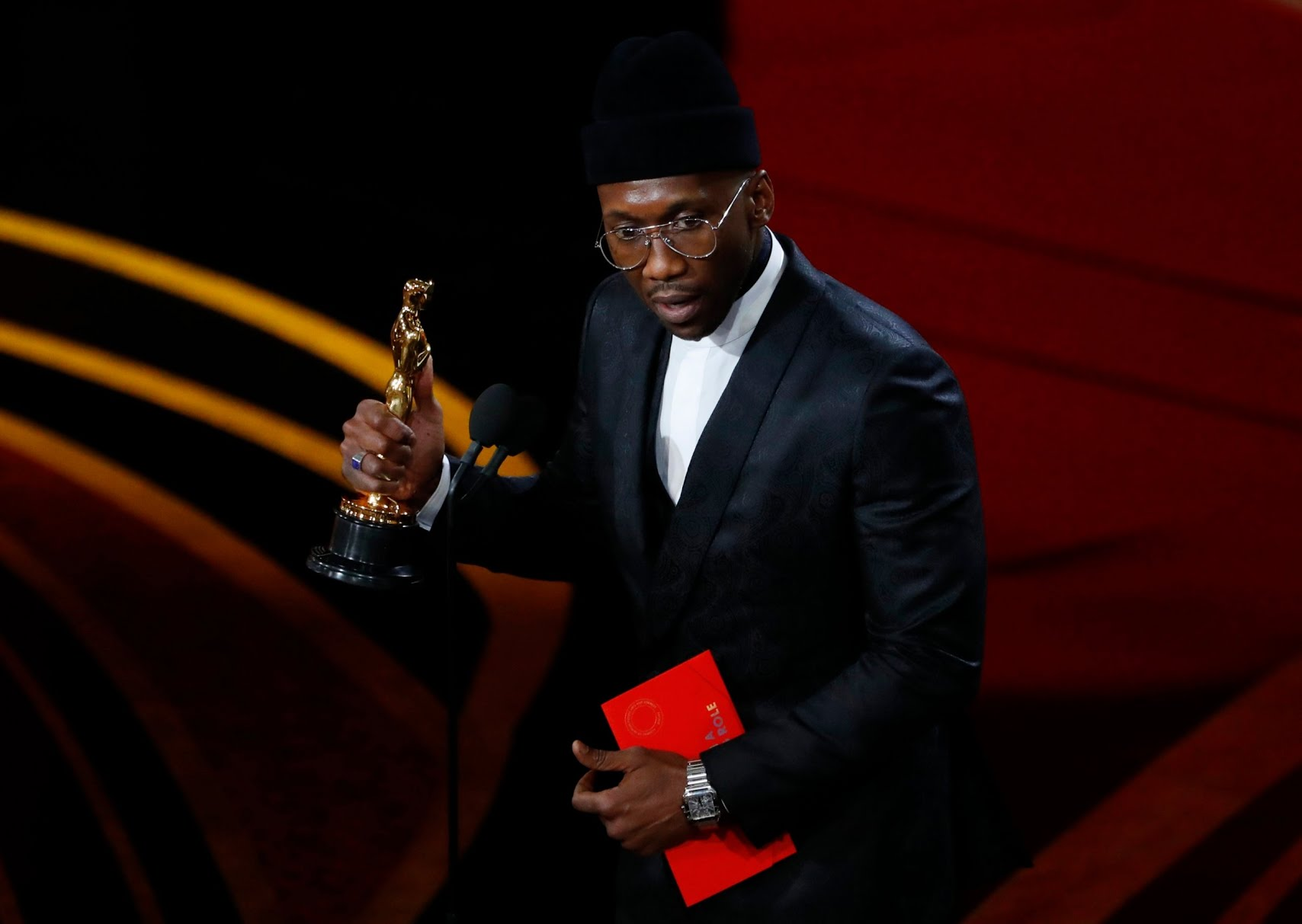 Mahershala Ali accepts the Best Supporting Actor award for his role in Green Book