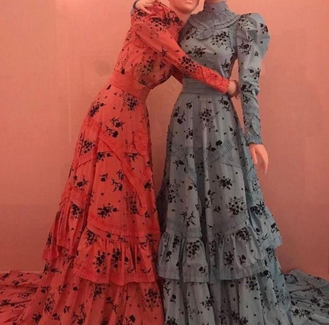 Hug it Out ❤| @erdem featured @metmuseum | #KADSpirit ⠀ ⠀ ⠀ -⠀ -⠀ -⠀ -⠀ -⠀ #KADLoves #KADPublicity #KADPR #PR #publicity #losangeles #LA #boutiquepublicrelations #boutiquepr #fashionpublicist #lifestyle #designer #blogger #styleblogger #currentlywearing #fashionaddict #fashionblogger #theeverygirl #wwd #womeninbusiness #myunicornlife #abmbeautifullife #modellife #empowering #empoweredwomen #womenarebeautiful #femaleentrepreneur #womensupportingwomen⠀