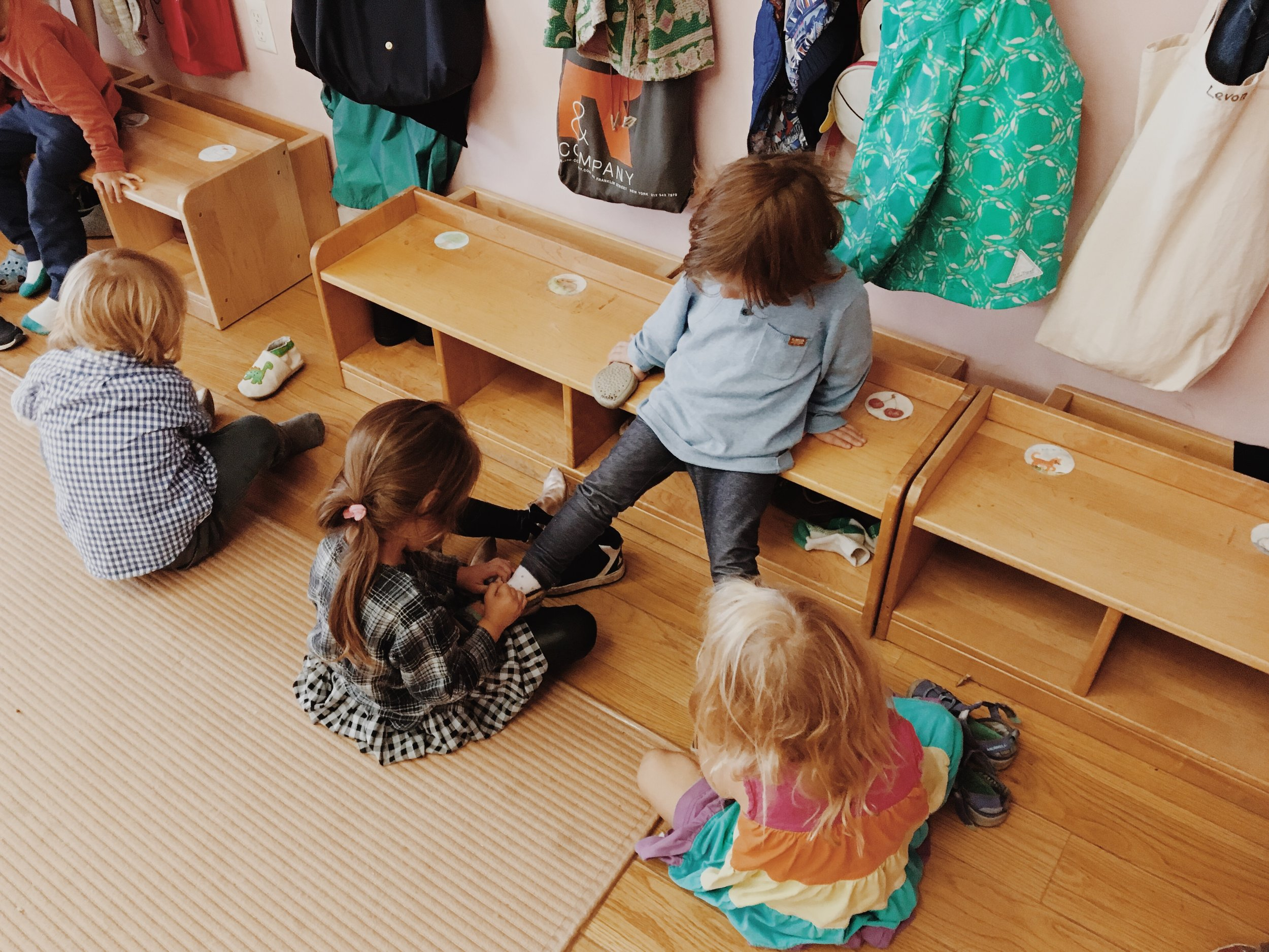 In the mixed-age kindergarten classes, the children are simultaneously both teachers and students.