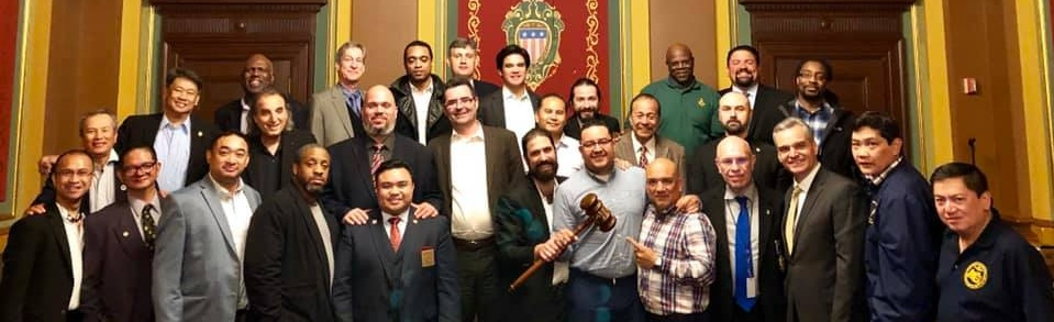 Gramercy Lodge No. 537 graciously returns the Traveling Gavel to our DDGM, RW Bro. Mike Sternfeld to be awarded at our Town Hall Meeting on Wednesday, May 15, 2019. Publicity Lodge No. 1000 ties Manahatta Lodge No. 449 by having at least 5 members of their respective lodge present that evening. Publicity wins the tie breaker for the Traveling Gavel by having the most senior officers present —- all three lights! Now, they have the 4M District Traveling Gavel!