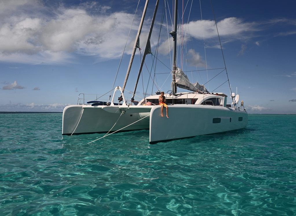 outremer_catamaran_5x_grand_voyage_mouillage_3.jpg