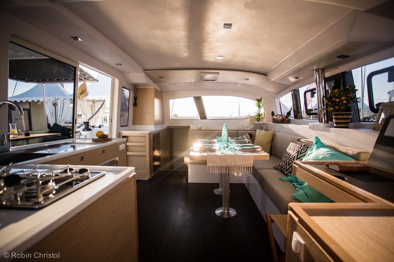 outremer_catamaran_45_interieur_cuisine (2).jpg
