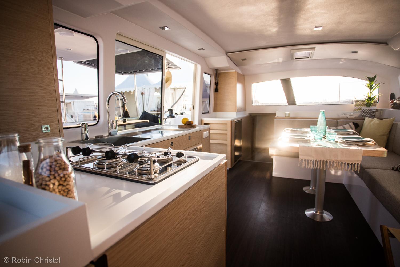 outremer_catamaran_45_interieur_cuisine.jpg