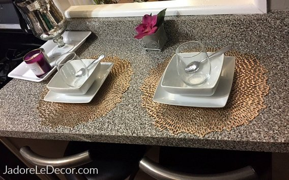 4 Steps to tidying up your small dining or eating space. www.JadoreLeDecor.com
