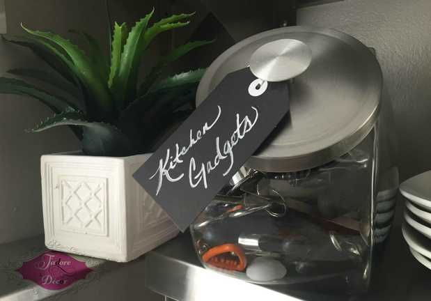 www.JadoreLeDecor.com | Small Kitchen Organization | www.JadoreLeDecor.com