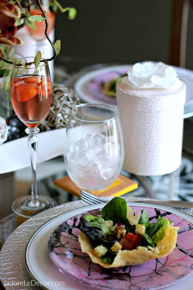 www.JadoreLeDecor.com | Want to create a memorable experience for your guests? Here are four main points you need to know to host an awesome dinner party.