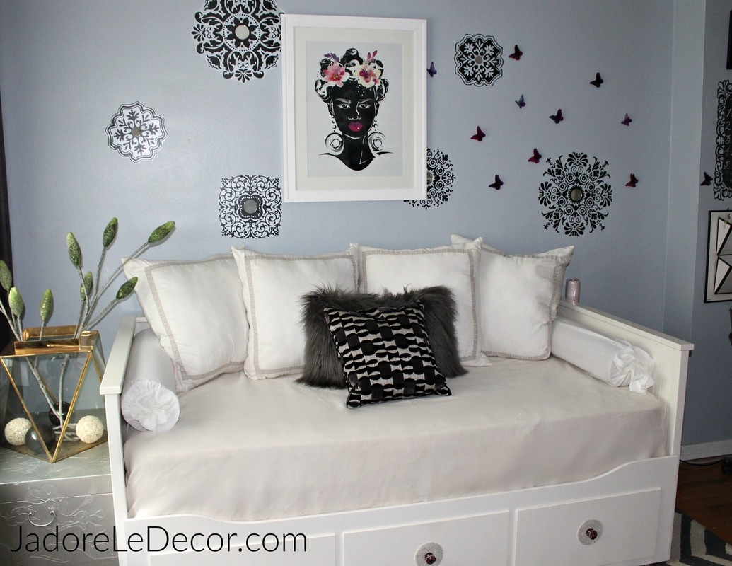 www.JadoreLeDecor.com | See how I make room in my 900 square foot condo for all of my creative passions. | Small space living | Craft Rooms