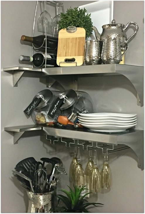 www.JadoreleDecor.com | If open kitchen shelves is something you're considering, check out these tips on how to make it work. | Interior Styling
