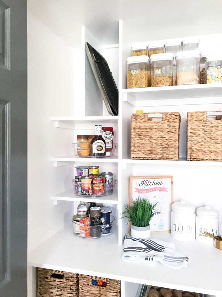 www.jadoreledecor.com | Learn the pitfalls of organizing a small kitchen so that you can have the upper hand | #smallspaceorganization #DIY #smallspaceliving | pantry organization