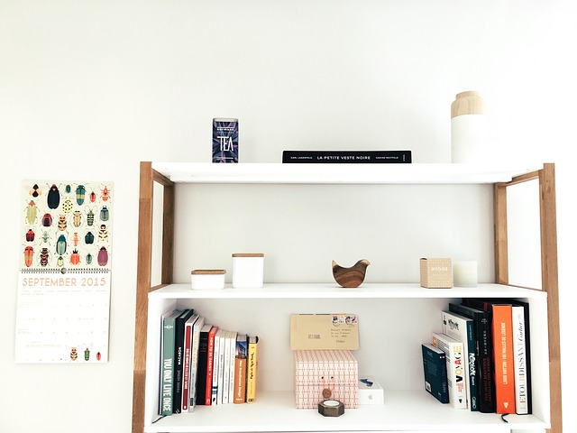 www.JadoreleDecor.com | Follow this simple organization process to reclaim your dining room | Small dining room organization | #wholehouseorganization #smallspaceorganization #diningroomorganization