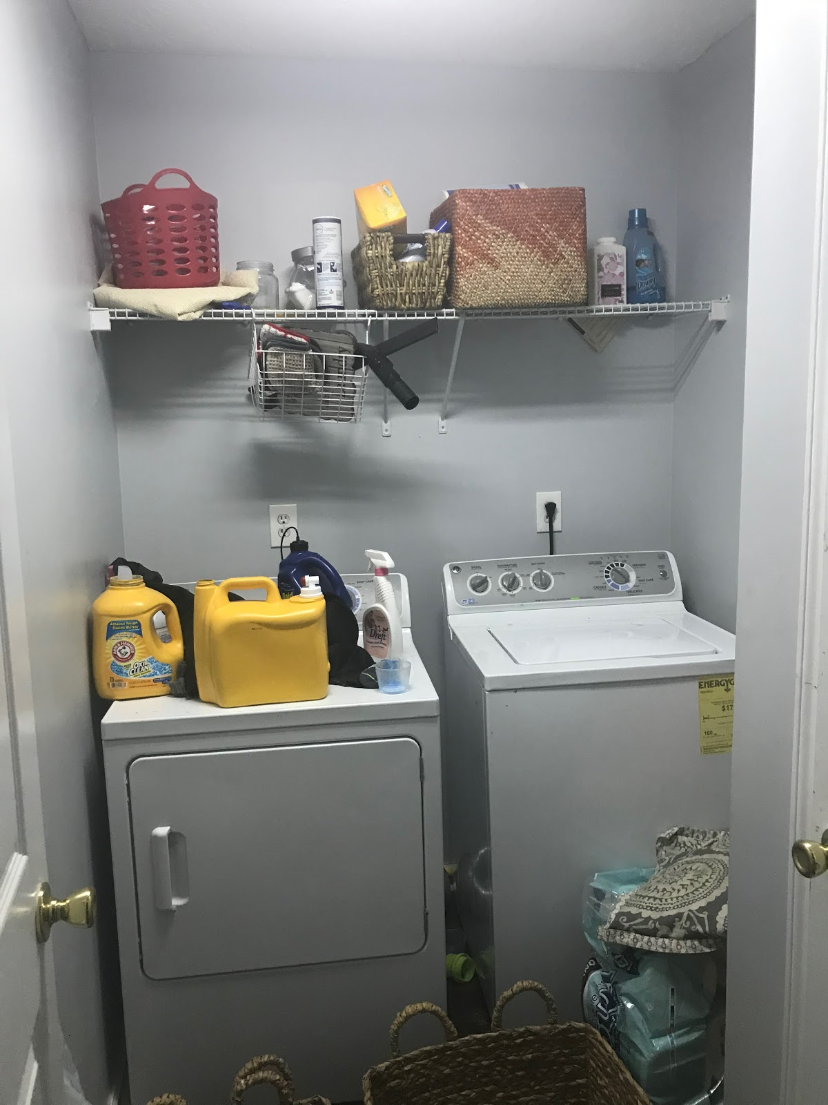 Source: Erin    Live Pretty on a Penny    | Laundry Room BEFORE