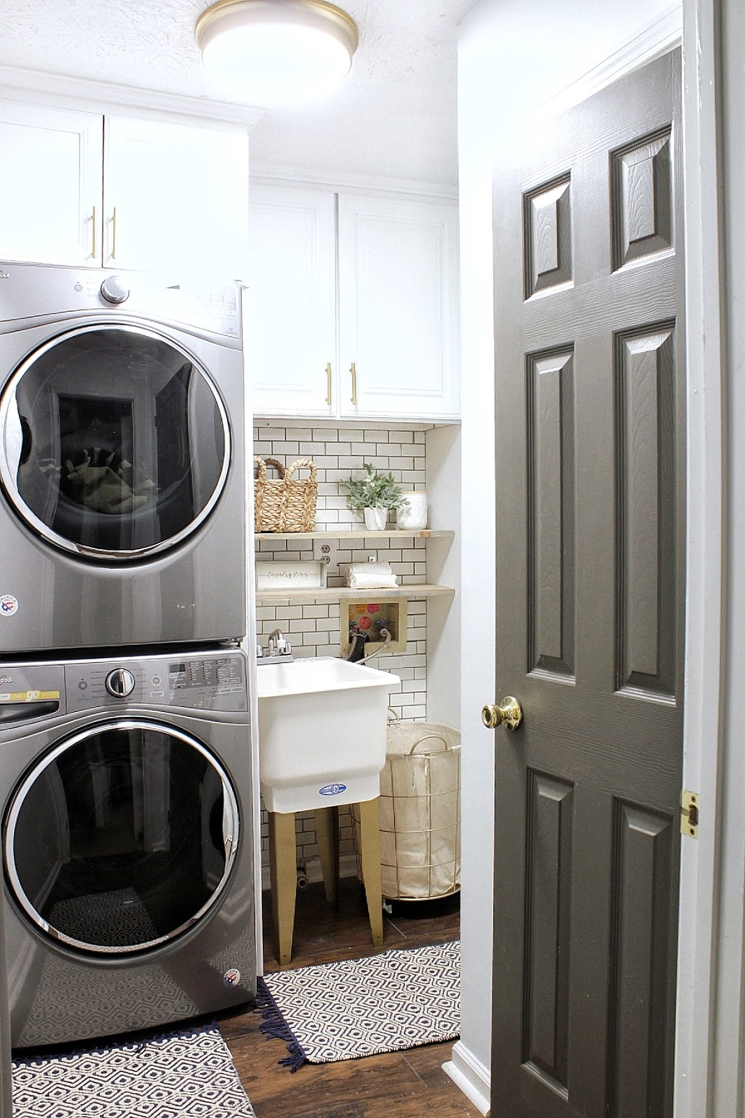 Source: Erin,   Live Pretty on a Penny   | Laundry Room AFTER