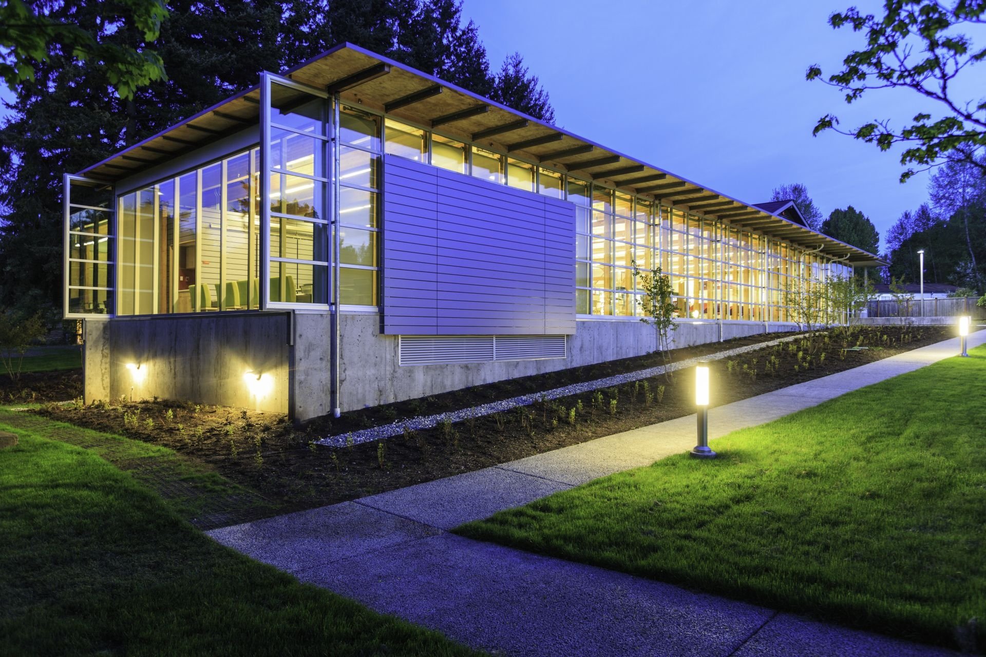 2004 - King County voters approve a $172 million Capital Bond to complete 16 new libraries, 11 expanded libraries, and 14 renovated libraries.