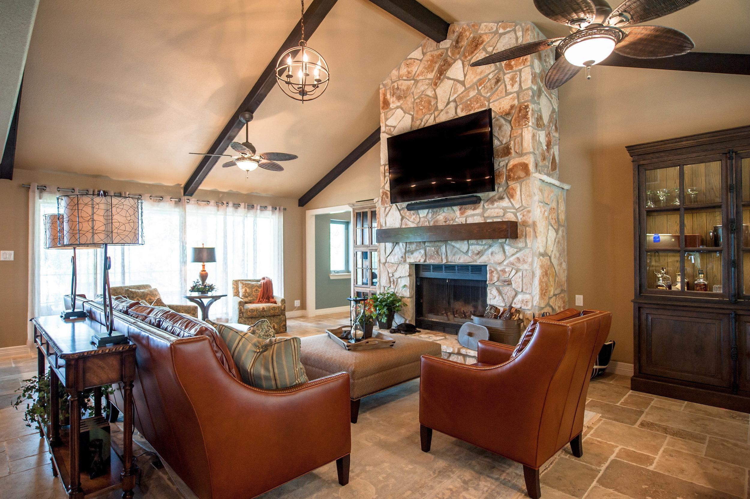 Rustic Lake House - VEIW MORE >>