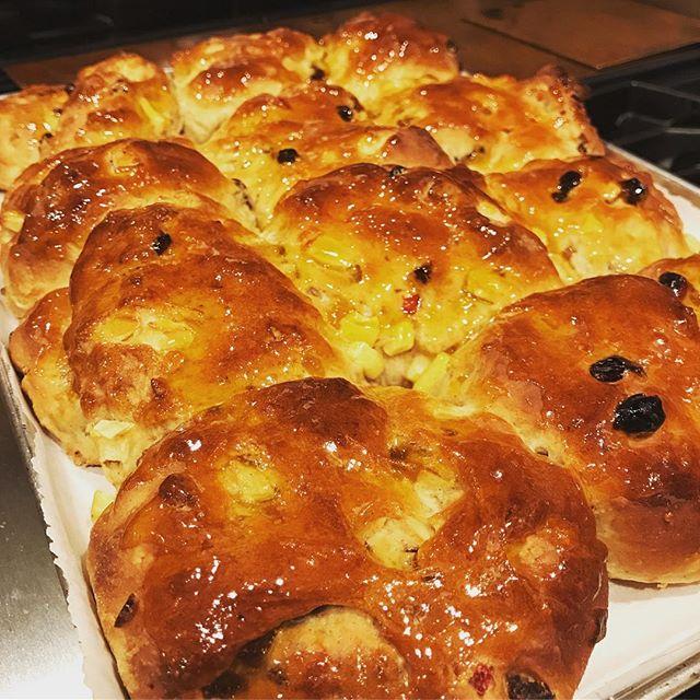 Hot buns #happyeaster . . . . #hotcrossbuns #nofrosting #glazed #apricotpreserves #sooomuchtime #rise #foodporn #bakedgoods #420 #pastry #bread #breaddough #dough #saltanasarejustraisins #saltanas #raisins #peels #zest #kneadthatdough #eastertreats