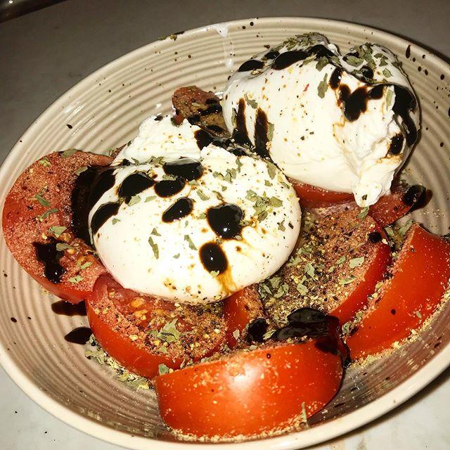 Tomato, tomatoe, Burrata, burratoe. #summersalads . . . #Nycdining #newyorkkitchen #tomatoes #burrata #capresesalad #cheeseandveggies #summertime #freshproduce #amusingbouche #dinnertime #homecookedmeal #foodporn #amaturefoodstylist
