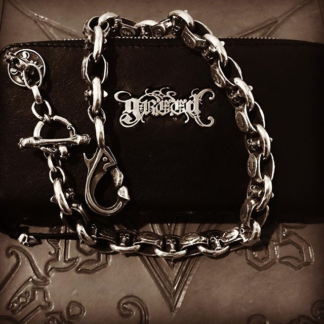 Stand and deliver! The baddest, biggest wallet weighing in at 320 grams of sterling .925. This is how we do it! Built to last FOREVER! #losangeles #newyork #leather #couture #mensfashion #v22la #easyrider #hardcore #heavymetal #deathmetal #rockstar #killingit #forever #sterling