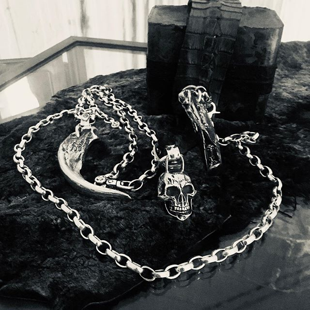 Giant grizzly bear claw necklace with or without skulls. Only for the strong necks, weighing in at 380 to 400 grams of .925 sterling and 18k gold drips. #heavymetal #deathmetal #sterlingsilverjewelry #sterling #bikerslife #outlawsmc #1percenter #harleydavidson #usamade #americanmade #designer #leathermade #leathercraft#newyork #japan##mayansmc #soa #suicidecustomsinc @v22la #killinit
