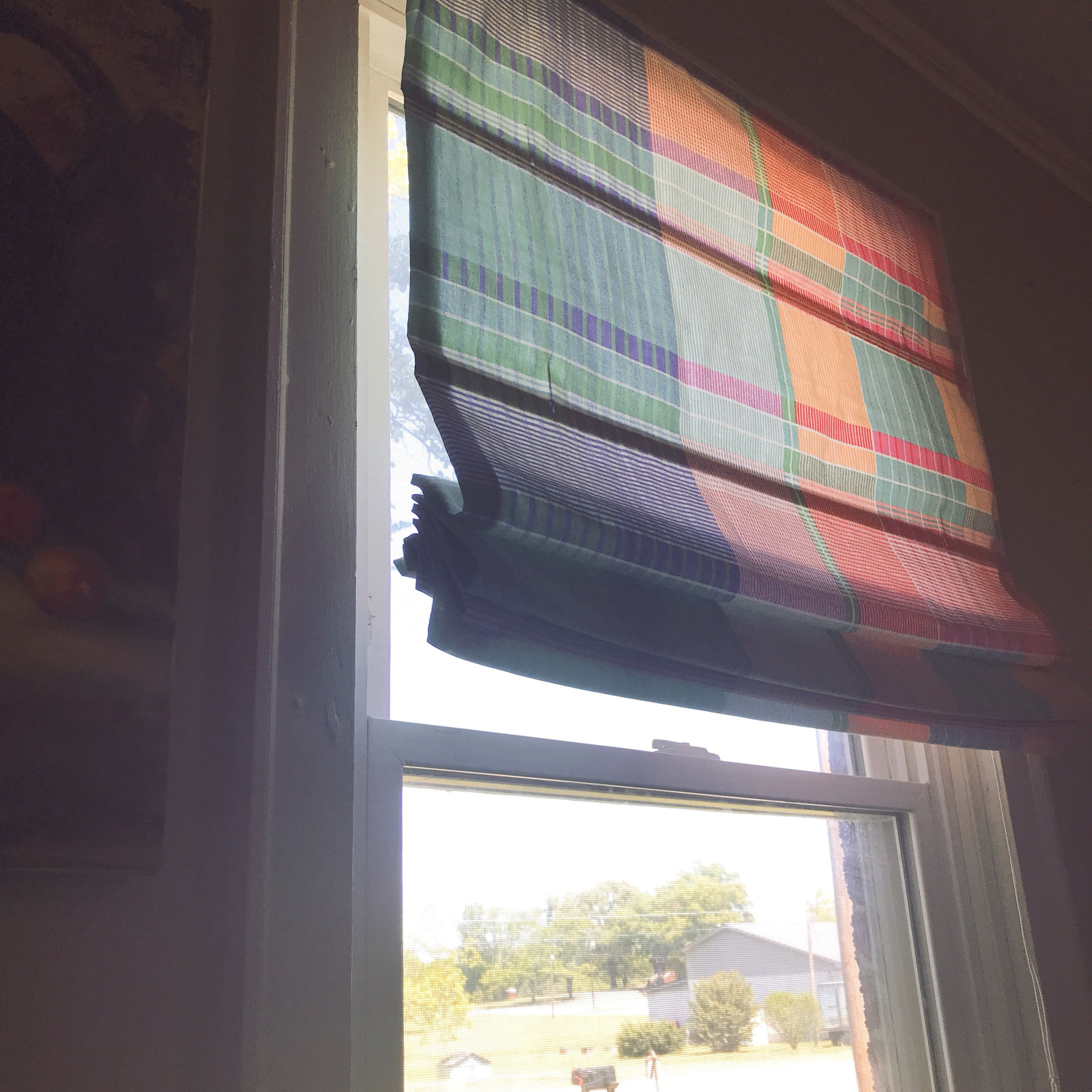 Upcycling old mini blinds into Roman shades on the Find/Fix/Make/Mend blog. // 100 Days of Upcycled Home Decor // Upcycling, Repurposing, and Growing // Motivation, Inspiration, and Support for Creative People <3 // Join the Free Find/Fix/Make/Mend Email Club! // #The100DayProject #The100DayProject2019 #100DayProject #100DayProject2019