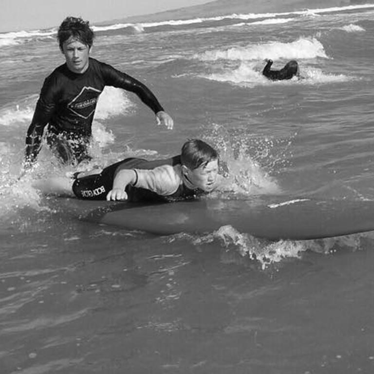 xten surf bw sml.jpg