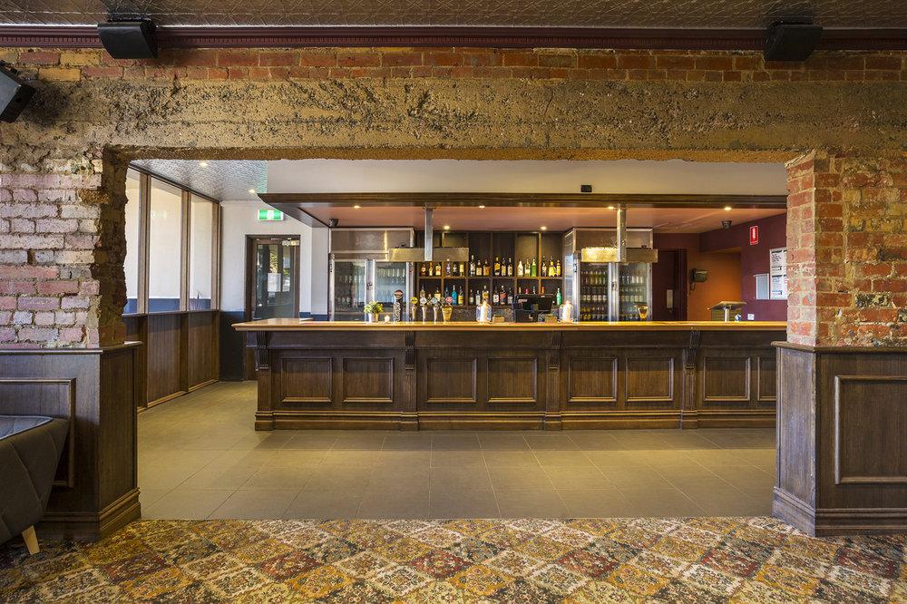 pier-hotel-frankston-back-bar-2.jpg