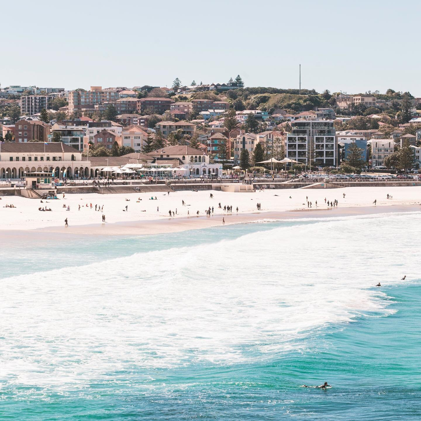 Surfing! Who has done it? Is it hard to paddle out? Is it hard to stand? Tell me your secrets ✨ I spent the first 10 years of my life in Bondi - my parents' old place and my grandmother's house is in the view of this photo - and I never learnt to surf, but I want to 😍I don't have great natural balance (or buoyancy if I'm being really honest 😅) but this summer I want to give it a crack⚡️even if the water at Bondi is oh so cold 🥶  . . So why am I talking about surfing in winter? I did an instagram story the other day about being healthy and working out, and I don't want to speak too soon, but I finally feel as though I will have the endurance and strength to actually stand on a surf board 😂🏄🏻 I wrote a post all about my experience going from an unfit potato to a someone of moderate fitness in about 9 weeks aaaaaand you should go check it out 😬 #linkinbio