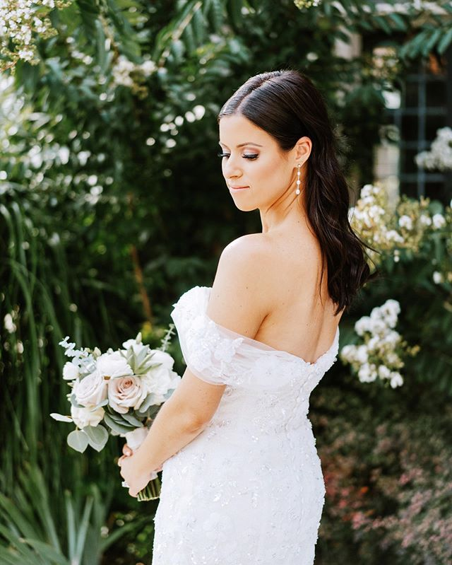 Lauren..... I'm obsessed with you!💛 ⠀⠀⠀⠀⠀⠀⠀⠀⠀⠀⠀⠀⠀⠀⠀⠀⠀⠀ ⠀⠀⠀⠀⠀⠀⠀⠀⠀ ⠀⠀⠀⠀⠀⠀⠀⠀⠀⠀ Photo @claireloveslove ⠀ MUA @makeupjenielle Dress @nettabenshabu.official @weddingateliernyc Florals @brideandblossom ⠀ ⠀ ⠀ #beauty #bride #hair #longhair #wedding #groom #weddingdress #happy #love #hairstylist #laugh #marriage #stylemepretty #bridalhair #weddinghair #natirarwedding #marissamolnarhair #weddingphotography #brunette