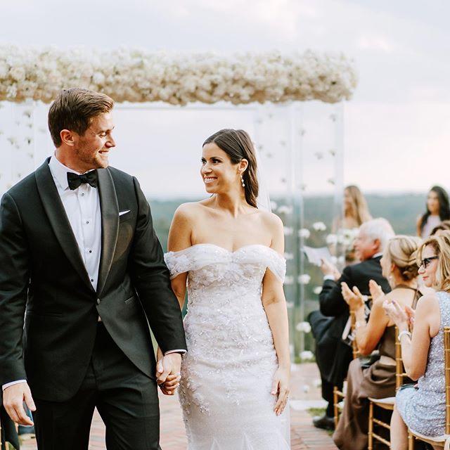 If you want to go fast, go alone. If you want to go FAR, go together // African Proverb. 💛 ⠀⠀⠀⠀⠀⠀⠀⠀⠀⠀⠀⠀⠀⠀⠀⠀⠀⠀ ⠀⠀⠀⠀⠀⠀⠀⠀⠀ ⠀⠀⠀⠀⠀⠀⠀⠀⠀⠀ photo // @claireloveslove ⠀ mua // @makeupjenielle dress // @nettabenshabu.official ⠀⠀⠀⠀⠀⠀@weddingateliernyc florals // @brideandblossom planning + design// @socialifeevents⠀⠀⠀⠀⠀⠀⠀⠀⠀⠀ groomswear @enzocustom venue // @natirarweddings⠀⠀⠀⠀⠀ ⠀ ⠀ ⠀ #beauty #bride #hair #longhair #wedding #groom #weddingdress #happy #love #hairstylist #laugh #marriage #stylemepretty #bridalhair #weddinghair #natirarwedding #marissamolnarhair #weddingphotography #brunette #babes #hairstyle #theknot #weddingdress #bridal #chuppah #jewishwedding #caratsandcake
