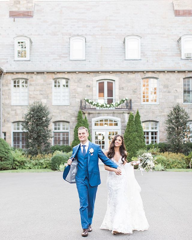 When the groom is feelin' it! 💛⠀ ⠀ .⠀⠀⠀⠀⠀⠀⠀⠀⠀⠀ .⠀⠀⠀⠀⠀⠀⠀⠀⠀⠀ .⠀⠀⠀⠀⠀⠀⠀⠀⠀⠀ ⠀ photo @constance_schiano ⠀ makeup @houseofluciano ⠀ dress @madewithlovebridal ⠀ suit @suitsupply ⠀ florals @tryforosandpernice ⠀ venue @wainwrighthouseinc ⠀ ⠀⠀ #marissamolnarhair #hairstylist #weddinghair #bride #groom #bridalhair #weddinghair #longhair #mansion #mansionwedding #wedding #suit #groomswear #photography #entrepreneur  #womeninbusiness #weekendwarrior #beauty #marriage #happiness #happy #hair #hairstyle #hairstyles #weddingdress #weddinggown #bridalgown #flowers #bouquet