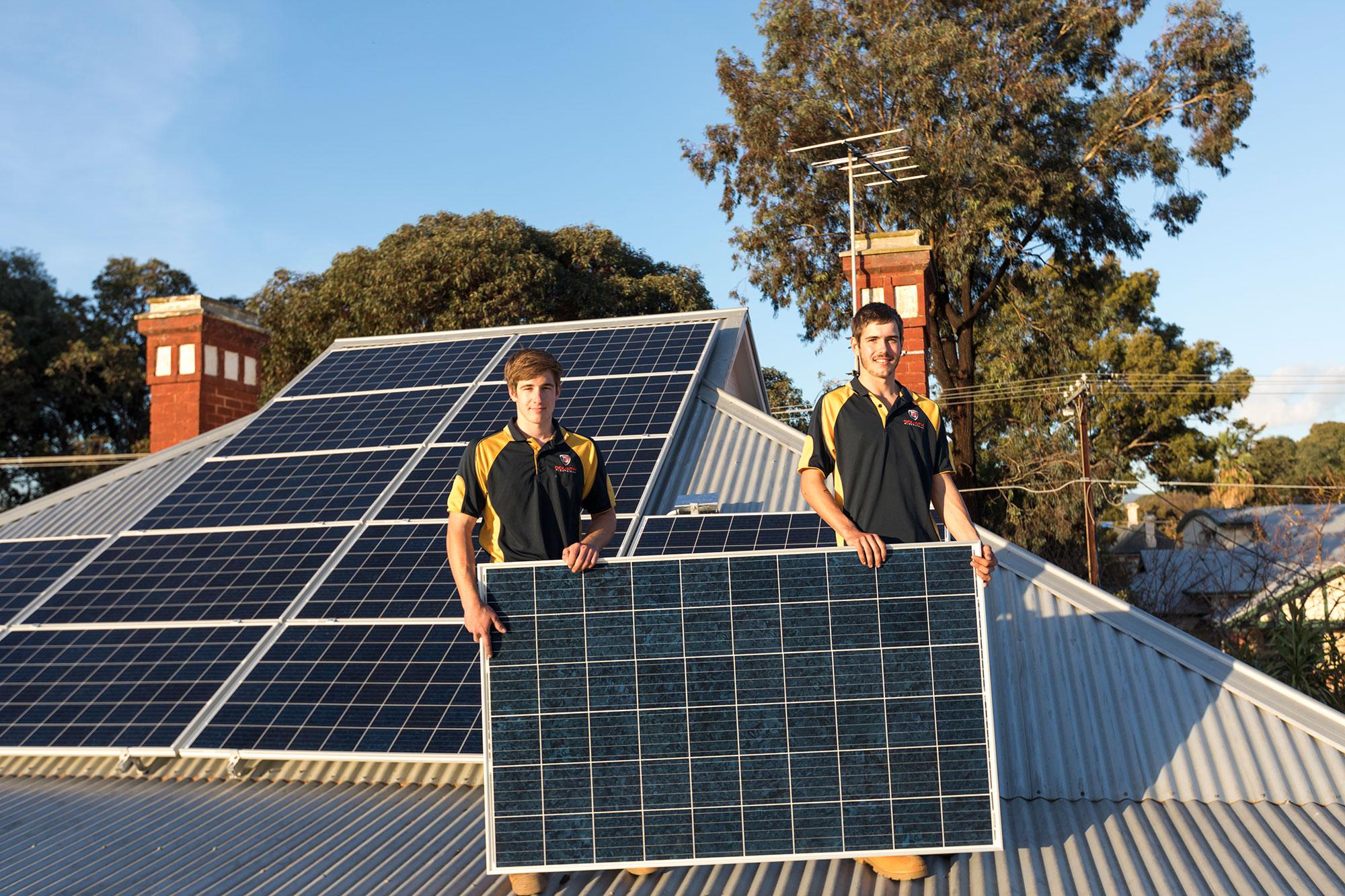 goliath-solar-friendly-installers-in-action.jpg