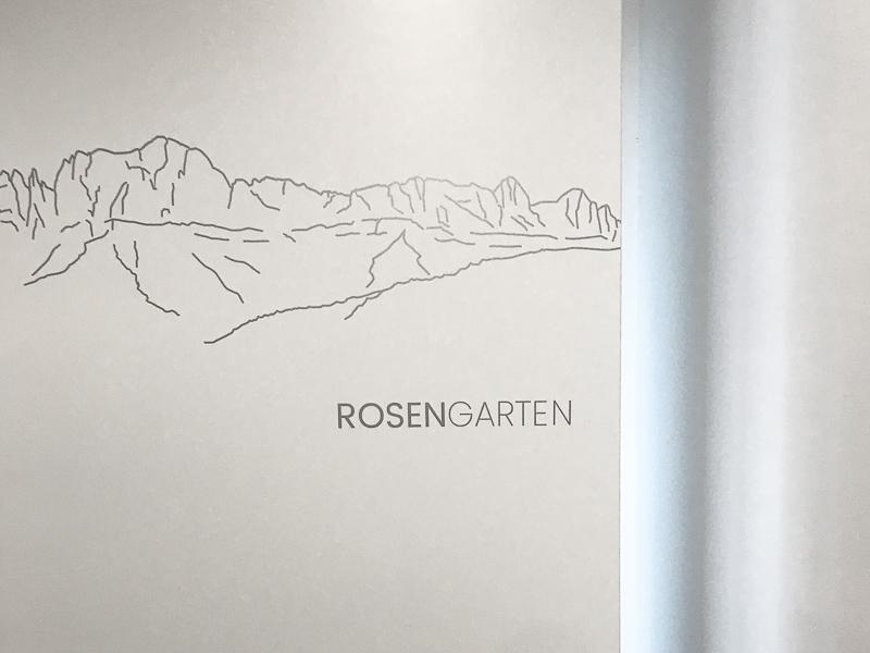 ROSENGARTEN  Helles, behagliches 2-Bett-Zimmer mit direkt angeschlossenem Bad, mit TV