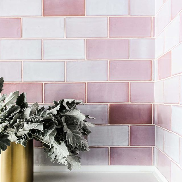 • New Blog post. In the latest issue of The Navy Editorial we look at how to use feature tiles in your interiors (link in bio). #a_life_with_style #thenavyedit #thenavyeditorial • • • I would love for you to head over to the website to check out Issue 06 of The Navy Editorial (link in bio). While you are there make sure to sign up to our mailing list so you never miss an issue of The Navy Editorial.