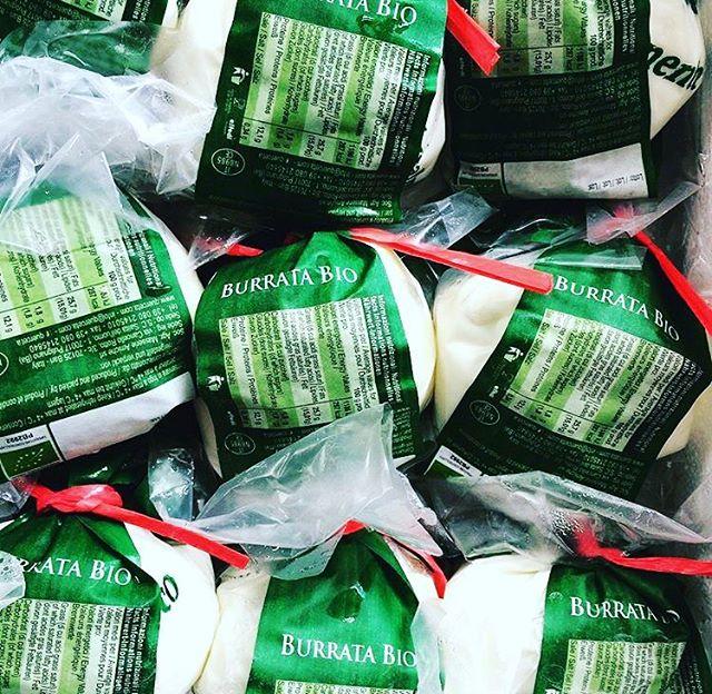 Alles is lekkerder met een stuk echte Italiaanse burrata! 😍 #bio #burrata #pazzi #vancoothplein