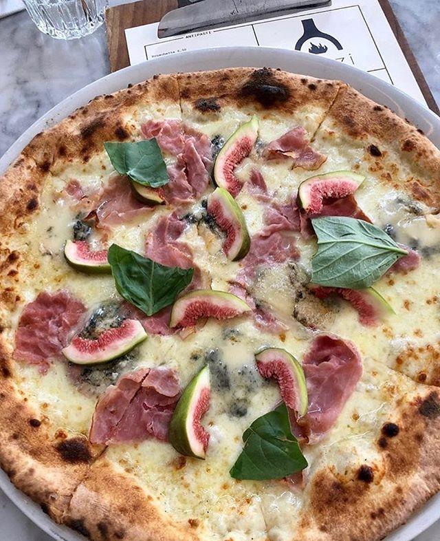 WEEKEND! 🍕#pazzi #pizza #zaterdag #vancoothplein