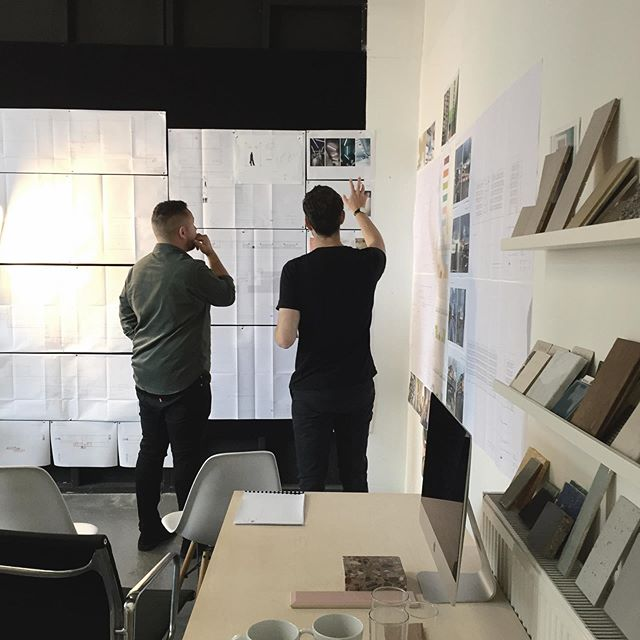 Rise and shine, workshop time! At ROAR we have a hands on, collaborative approach to our client meetings where creativity and ideas flow...💡 (even if it means meetings sometimes last 5 hours🙊) . . . . . #architecture #archdaily #archifactor #londonbasedarchitecture #interiors #interiordesign #cad #sketchup #photoshop #architecturalrenders #architecturemeetings #clientworkshops #architectureworkshops #handdrawing
