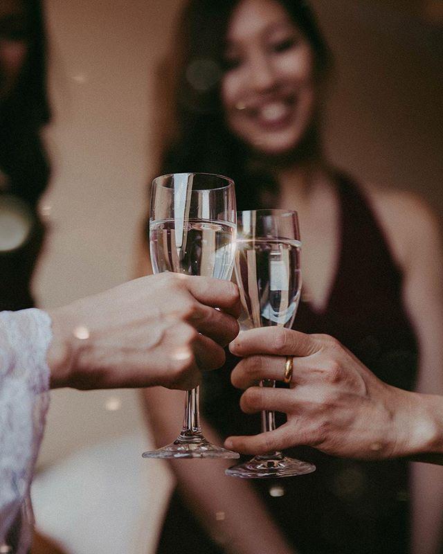 Cheers! . . . . . #09171025 #theknot #weddingchics #cheers #themedwedding #weddingideas #champagne#weddingmoment#bridesmaids #weddinginspiration #studiophotogram #champagneglass #hochzeitsfotografie #gelsenkirchen #modernwedding #gelsenkirchenwedding #weddingcelebration #weddingpreperation