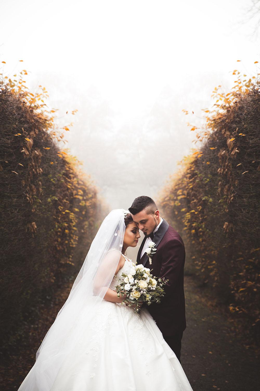 Braut und Bräutigam Umarmung.jpg