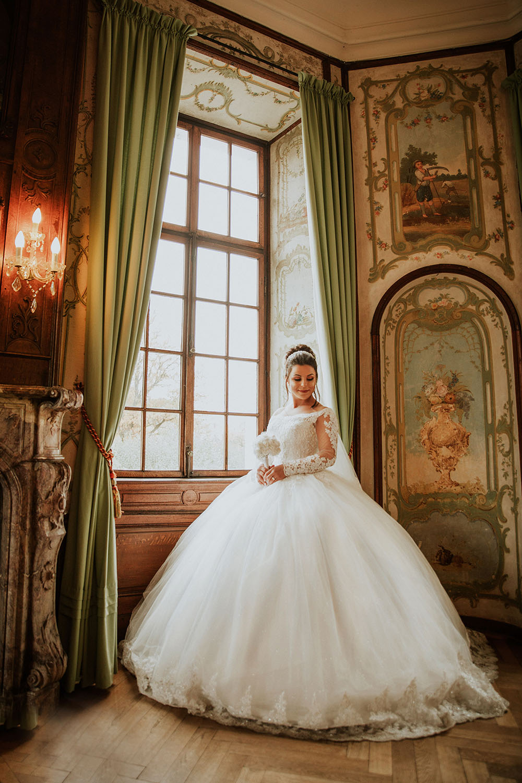 Braut vor dem Fenster.jpg