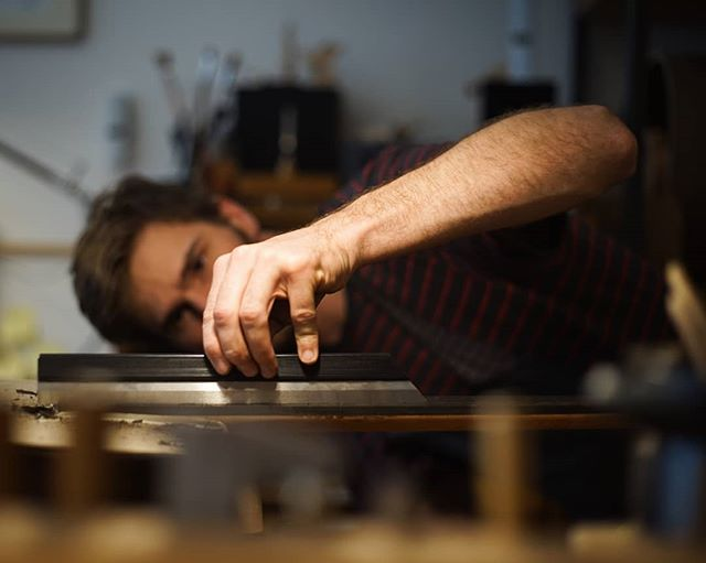 Checking the fingerboard before putting in the frets. Thanks to Friederike for the picture. . . . . . #classicalguitar #classicalguitarmaking #luthier #guitarbuilder #guitarmaking  #whatsonyourbench  #wood  #woodworking #workshop #workbench #guitartop #guitarporn #musicalinstrument #berlin #boutiqueguitars #instaguitars #guitarsofinstagram #guitarsarebetter #berlinluthiers