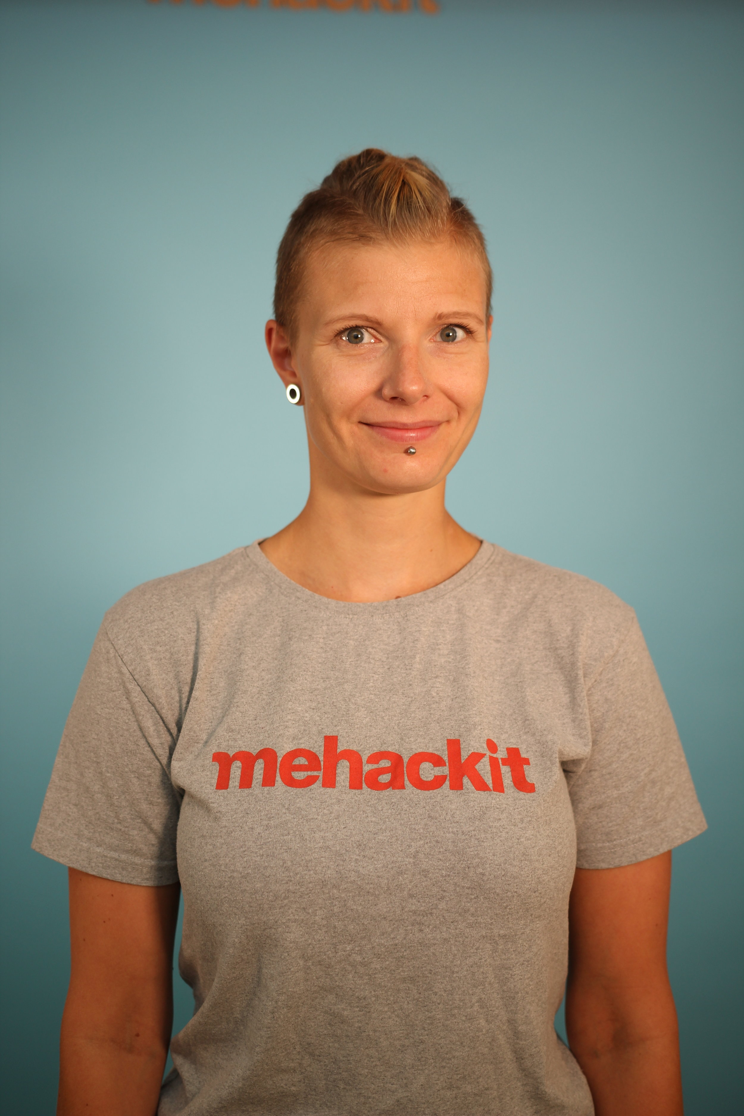 Sanna Reponen   CTO & Gadgetry  sanna@mehackit.org