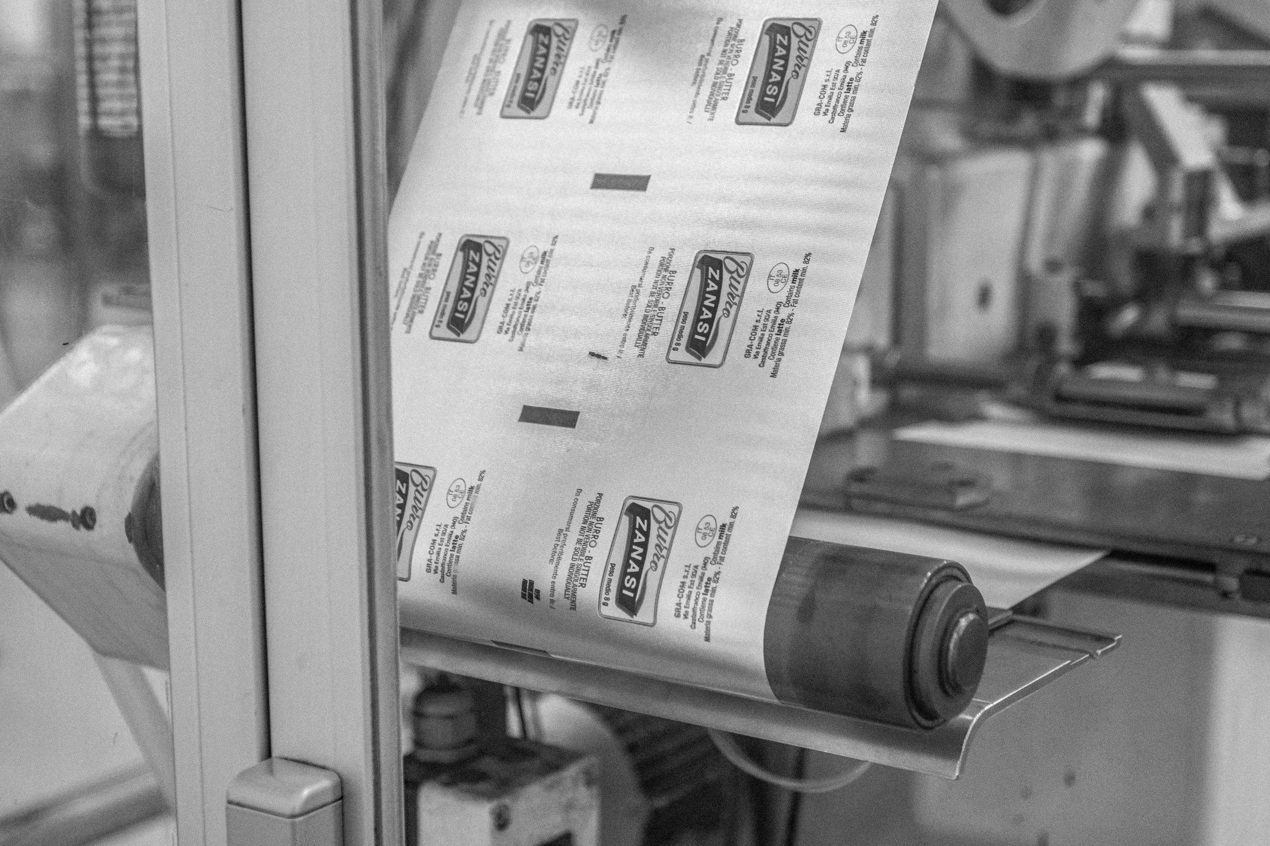 """Carta da imballaggio del Burro Hotel da 8 GR e Burro """"Family"""" Zanasi."""