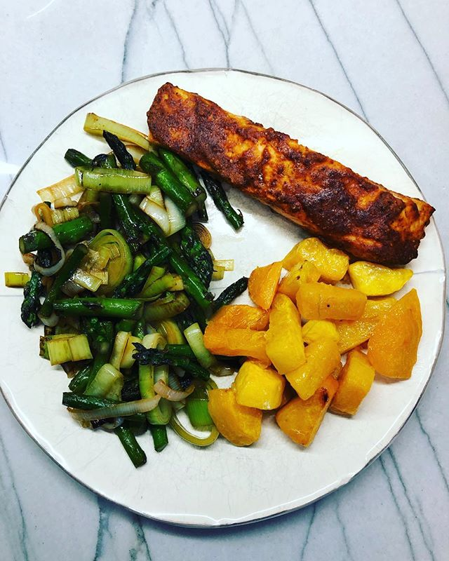 My perfect plate. 1/2 veggies (#asparagus and #leeks), 1/4 starch (#butternutsquash), 1/4 lean (spicy #salmon) protein! So nice to make a #homecooked #familymeal after being away all weekend. Plus all those beautiful colors 🌈 💗Lauren 💗 . . . . #registereddietitian #practicewhatyoupreach #practicemakesperfect #homemademama #nyusteinhardt #nutritionbymama #balancedliving #balancedlife #wholefood #dieteticintern #dieteticinternship #registereddietitian #momlife #workingmama #workinmama #homecooking #cookwithlove #simplesalmon #simplerecipes