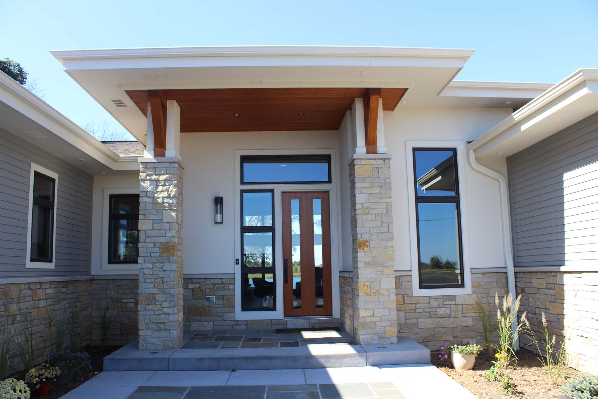 RMH_Golden_Lake_Contemporary_FrontDoor2.jpg