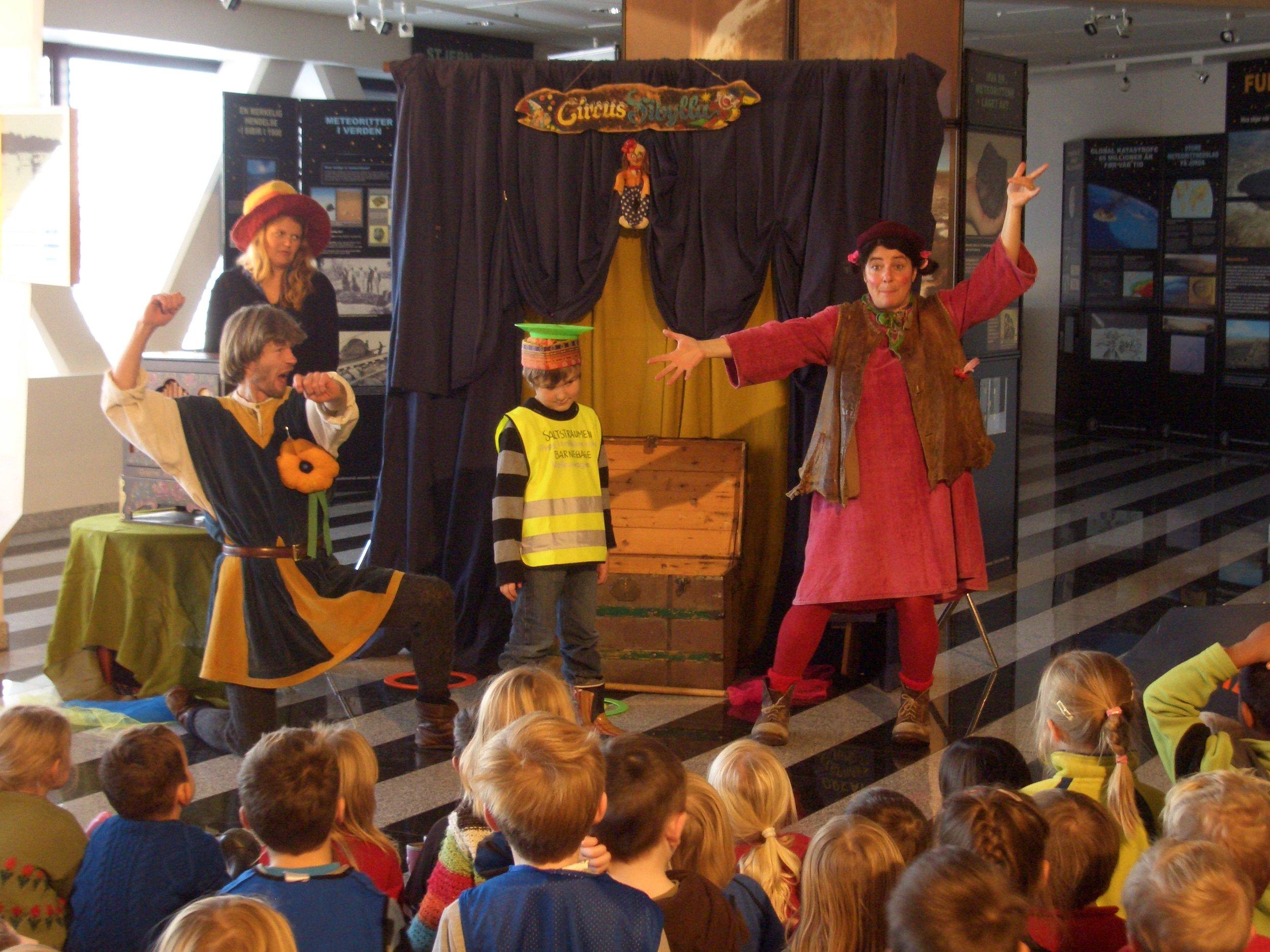 Undervisning og familieaktiviteter ble en viktig del av museet fra start