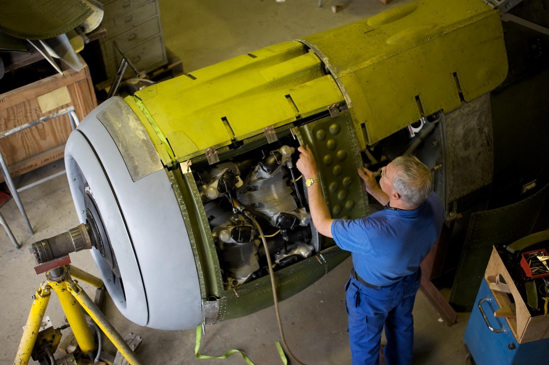 Bodø luftfartshistoriske forening legger ned hundrevis av timer i verkstedet med frivillig innsats